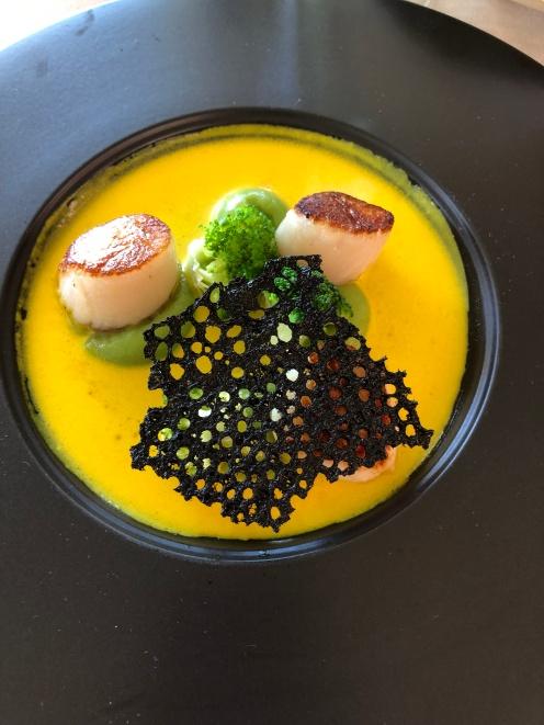 Seared scallops, broccoli cream, turmeric crème fraîche